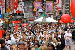 dodicesimi IL FEI REVLON funziona/camminata per le donne, NY Fotografia Stock