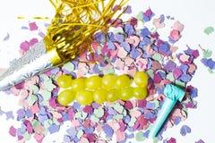 Dodici uva ed utensili per il nuovo anno immagini stock