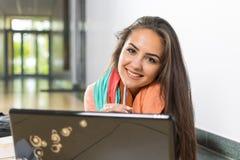 Doe uw thuiswerk met een glimlach! Royalty-vrije Stock Foto