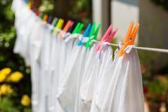 Doek met kleurrijke spelden Stock Foto