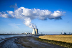 Doel kärnkraftverk, Antwerp, Belgien JANUARI 17 2015 Arkivbild