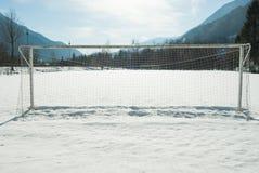 Doel netto van een voetbalgebied met sneeuw royalty-vrije stock fotografie