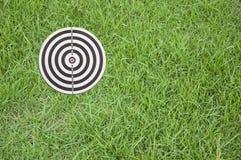 Doel op groen gras Stock Afbeelding