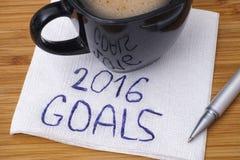 2016 doelstellingen handschrift op een servet met kop van koffie Stock Afbeelding