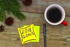 2018 doelstellingen - handschrift in zwarte inkt op een kleverige nota met Cu Stock Foto's