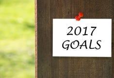 2017 doelstellingen inschrijving op wit notadocument met een houten achtergrond Royalty-vrije Stock Afbeelding