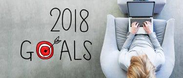 2018 doelstellingen met de mens die laptop met behulp van Royalty-vrije Stock Afbeelding