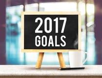 2017 doelstellingen op bord met schildersezel op zwarte marmeren lijst met c Royalty-vrije Stock Foto