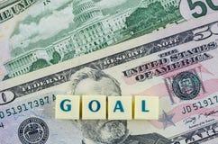 Doelwoord op dollarachtergrond Het concept van financiën Stock Fotografie