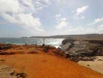 Doen ineenstorten natuurlijke brug in Aruba stock foto