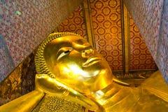 Doende leunen Boedha, Bangkok, Thailand. Royalty-vrije Stock Afbeeldingen