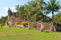 Doende leunen Boedha in het Park van Boedha. Vientiane. Laos. Royalty-vrije Stock Afbeelding