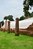 Doende leunen Boedha van Wat Khun Inthapramun bij Angthong-Provincie Thailand Stock Afbeeldingen