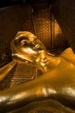 Doende leunen Boedha (Wat Pho) Stock Afbeelding