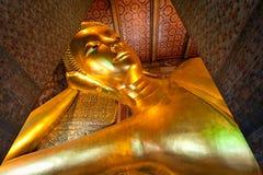 Doende leunen Boedha in Wat Pho Royalty-vrije Stock Afbeeldingen