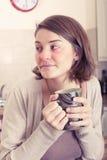 Doente da jovem mulher com um frio Fotos de Stock
