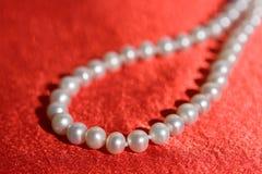 dof小项链的珍珠 免版税图库摄影