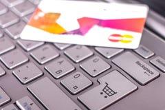 dof ręce karty ogniska płytki zakupy online bardzo zdjęcia royalty free