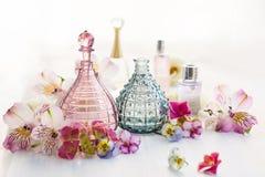 Doft och aromatiska oljaflaskor Royaltyfria Bilder