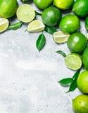 Doftande grön limefrukt royaltyfria bilder