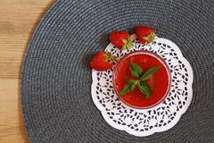 Doftande jordgubbedriftstopp Arkivbild