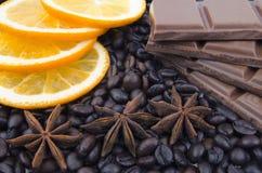 Doftande kryddor, kaffe, apelsin och choklad Fotografering för Bildbyråer