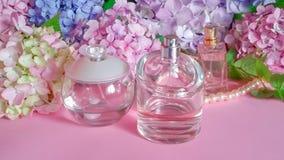 Doftflaskor och vanlig hortensiablommor Royaltyfria Foton