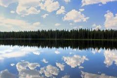 Dog湖风景,图奥勒米草甸,优胜美地 免版税库存照片