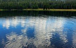 Dog湖,图奥勒米草甸,优胜美地 库存照片