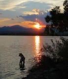 Dog berg en sjö Fotografering för Bildbyråer