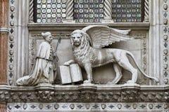 Doge e leão Veneza imagens de stock