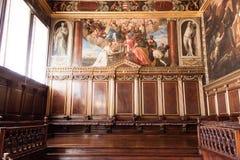 Doge ` s χρώμα Palazzo Ducale παλατιών στον τοίχο Στοκ Εικόνα