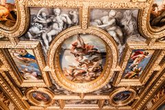 Doge ` s χρώμα Palazzo Ducale παλατιών στο ανώτατο όριο στοκ φωτογραφίες με δικαίωμα ελεύθερης χρήσης