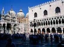 Doges Palac en St, Tekensbasiliek, Venetië stock afbeelding
