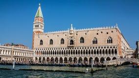 Doges slott och bro av suckar, Venedig, Italien Royaltyfria Foton