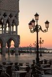 Doges slott på soluppgång i Venedig, Italien royaltyfria foton