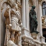 Doges yttre statyer för slott royaltyfri fotografi