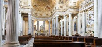 Dogliani (Cuneo) : Église de Battuti de dei de Confraternita interne Image de couleur images stock