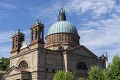 Dogliani: historyczny kościół zdjęcia stock