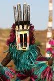 Dogon Tänzer mit Schablone Stockfotografie
