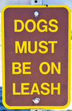 Dogs must stay on leash sign Royalty Free Stock Photography