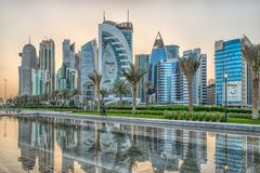 Doha, άποψη φωτός της ημέρας οριζόντων του Κατάρ από το πάρκο Sheraton στοκ εικόνες