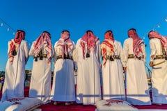 Doha, Κατάρ, στις 9 Ιανουαρίου 2018 - ζωηρόχρωμος εορτασμός σε Doha, με τους τοπικούς ανθρώπους που ντύνονται με τα παραδοσιακά ε στοκ φωτογραφία