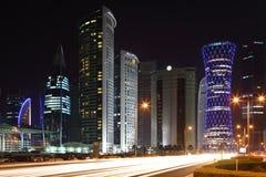 Doha da baixa na noite, Qatar Fotografia de Stock Royalty Free
