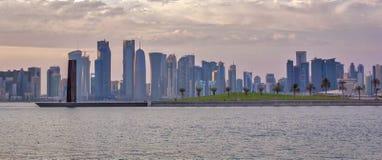 Doha, de Horizon van Qatar in daglicht Stock Foto
