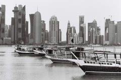 Doha dhow lineup μαύρος και πιό άσπρος στοκ φωτογραφία