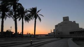 Ηλιοβασίλεμα στην προκυμαία κόλπων Doha φιλμ μικρού μήκους