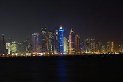 Doha en la noche Foto de archivo libre de regalías