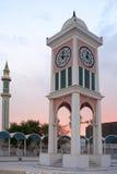 Doha-Glockenturm und Minarett stockbild