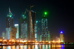 Doha - il Qatar - baia ad ovest di scena di notte Fotografia Stock Libera da Diritti